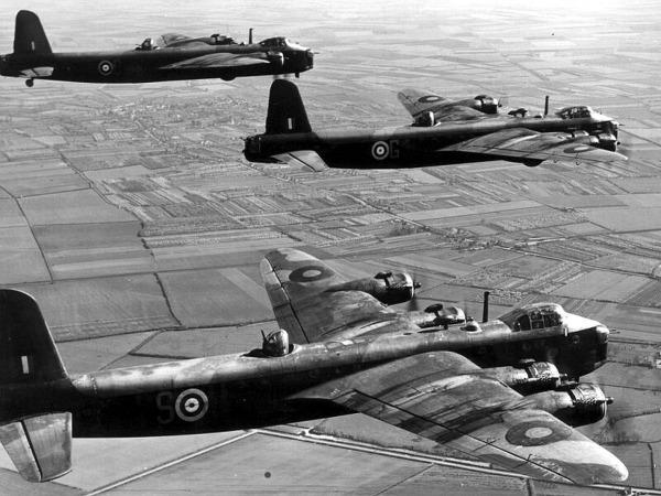 short-stirling-bomber-02-2