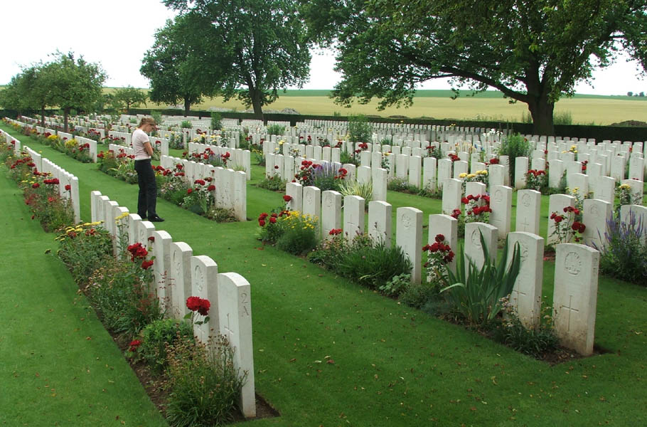 warlencourt_british_cemetery_2006-03