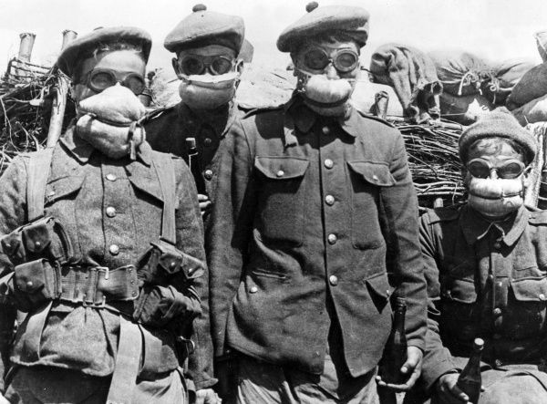 Four soldiers of the 2nd Batallion Argyll and Sutherland Highlanders, 19th Brigade, 6th and 27th Divisions, Bois Grenier Sector, wearing some of the first gas masks to be issued to soldiers in the trenches of the Western Front during the First World War. Respirators for wear against poison gas were first issued to the Battalion on 3 May 1915. Date: 1915