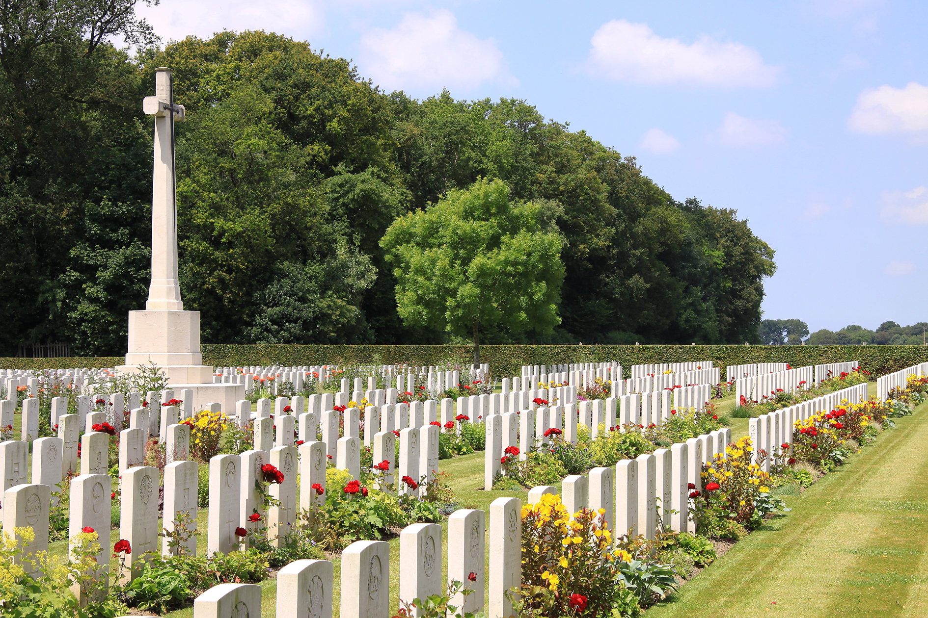 dozinghem_military_cemetery_-_cross_of_sacrifice