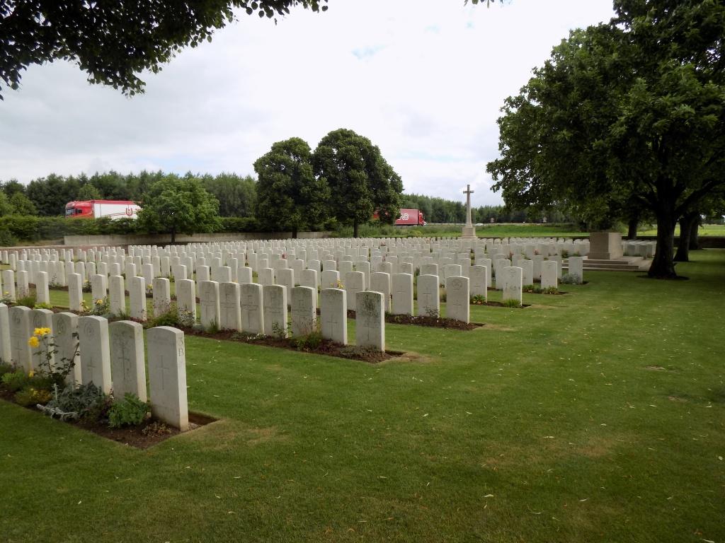 Point-du-jour-Military-Cemetery_2015-(3)