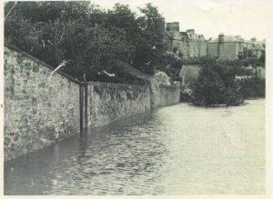 Flood 1948 the Nuns Walk next to Henderson park